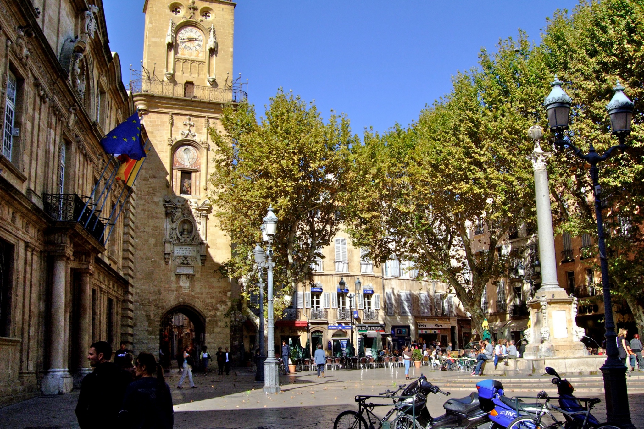Aix en provence place l hotel de ville - Bus aix en provence salon de provence ...