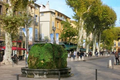 Fontaine d'Eau Chaude Cours Mirabeau Aix-en-Provence France