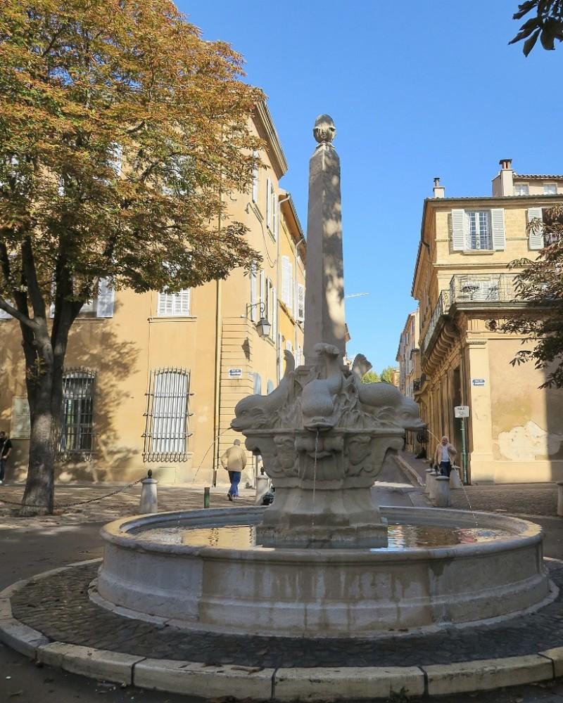 Fontaine des Quatre Dauphins Aix en Provence France