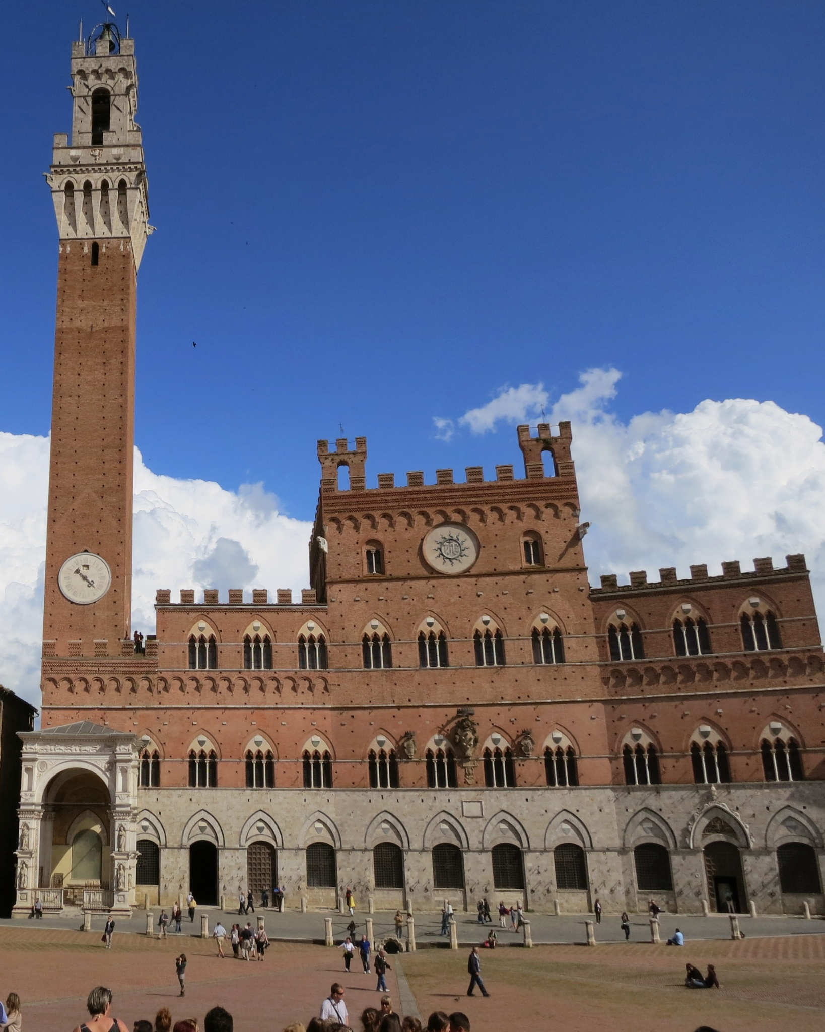 external image Palazzo-Pubblico-and-Torre-del-Mangia.jpg