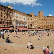 People in Piazza del Campo