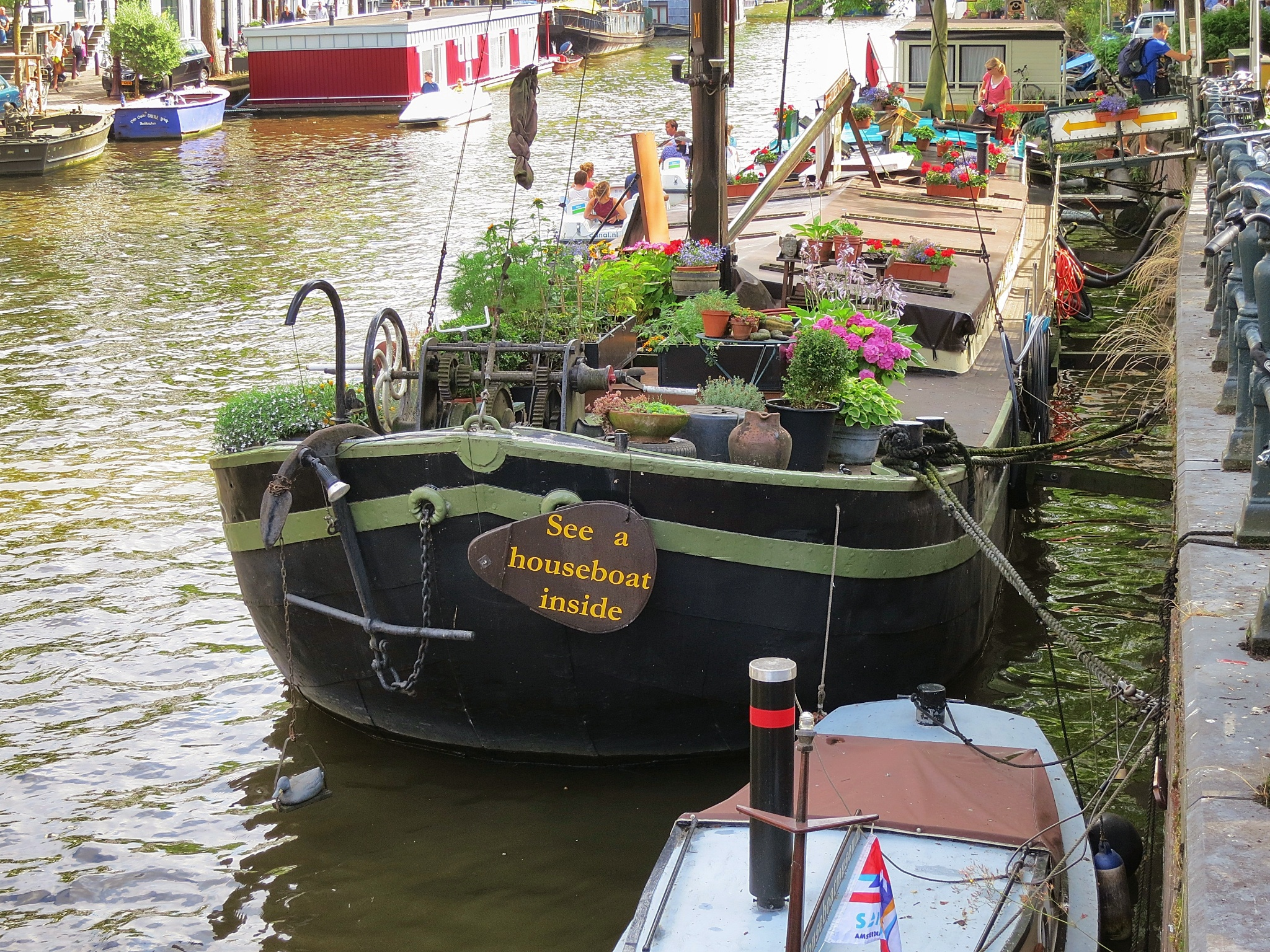 Houseboat museum exterior bow for Houseboat amsterdam