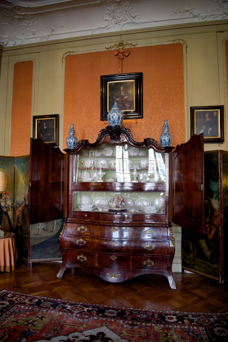 Museum Van Loon China Cabinet