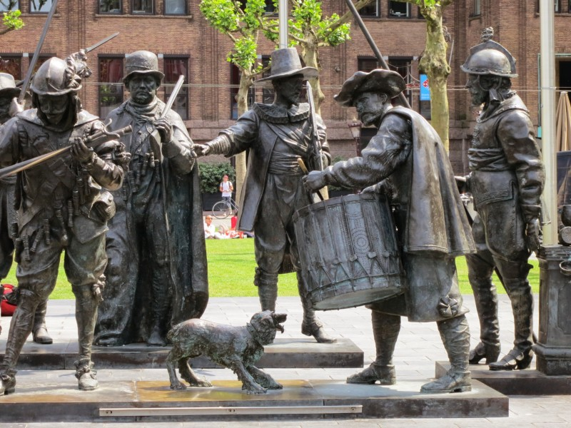 Statues at Rembrandtplein