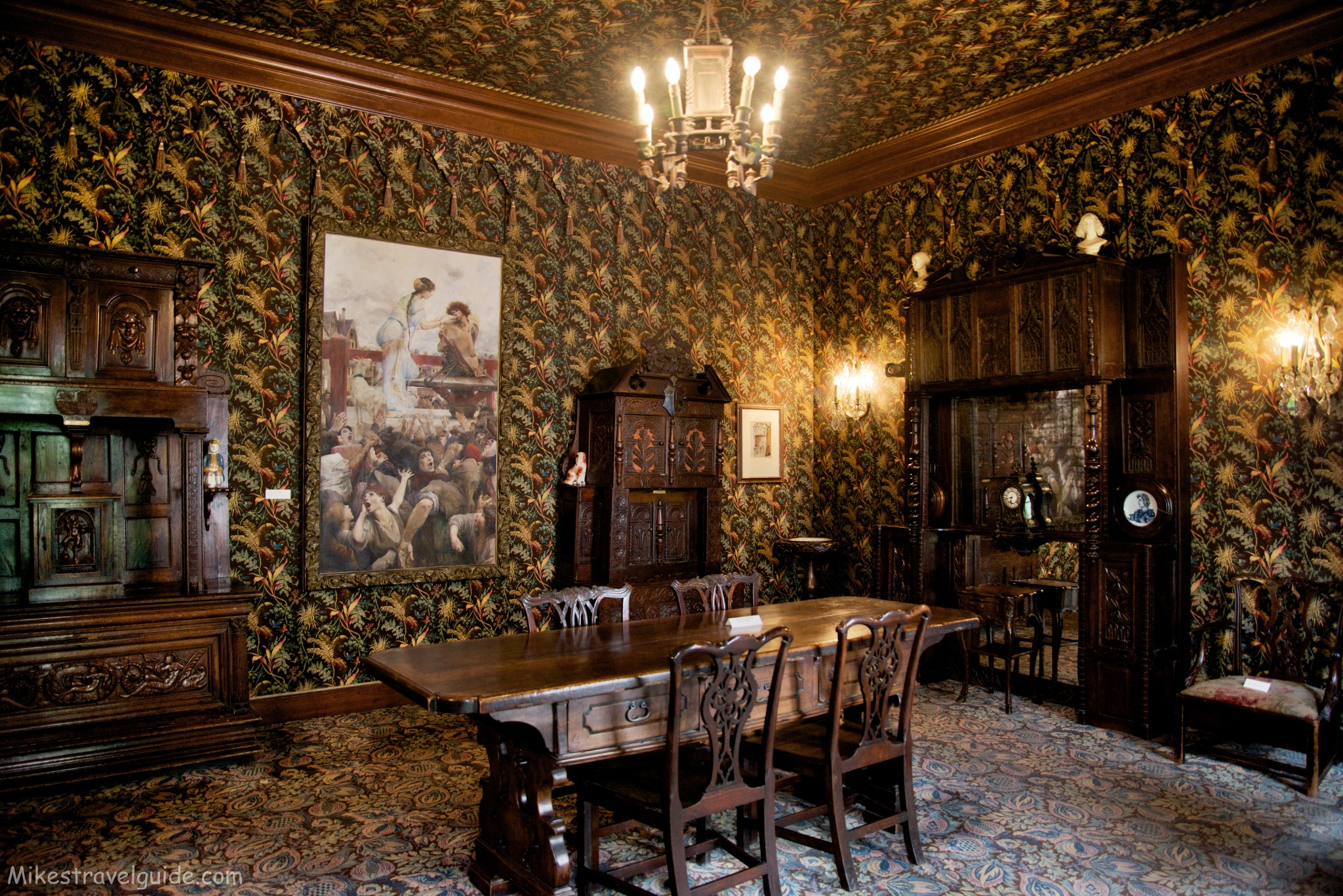 Victor hugo house dining room for Best dining rooms paris