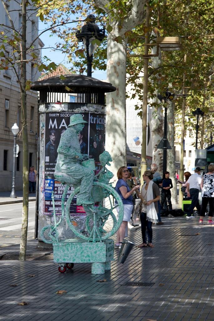 Living Statue with bike on La Rambla