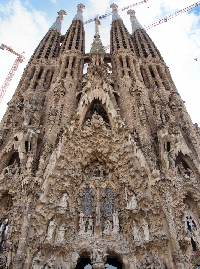 Things to do in Barcelona, Visit Gaudís La Sagrada Familia