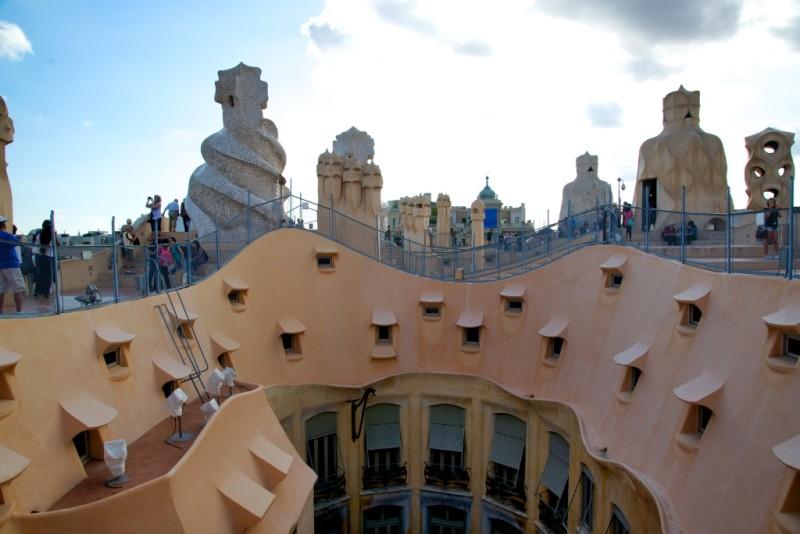 Things to do in barcelona visit gaud 39 s la pedrera - Casa la pedrera gaudi ...
