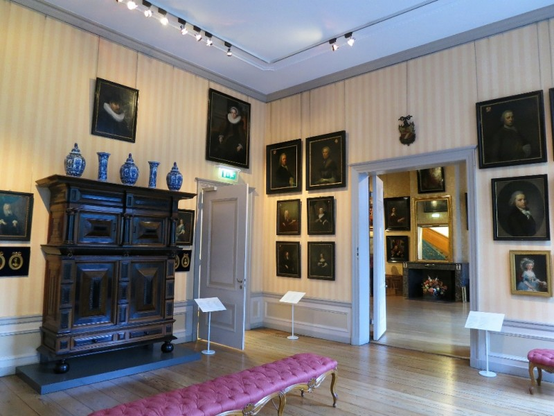 Furniture And Portraits Cromhouthuizen Bijbels Museum Amsterdam