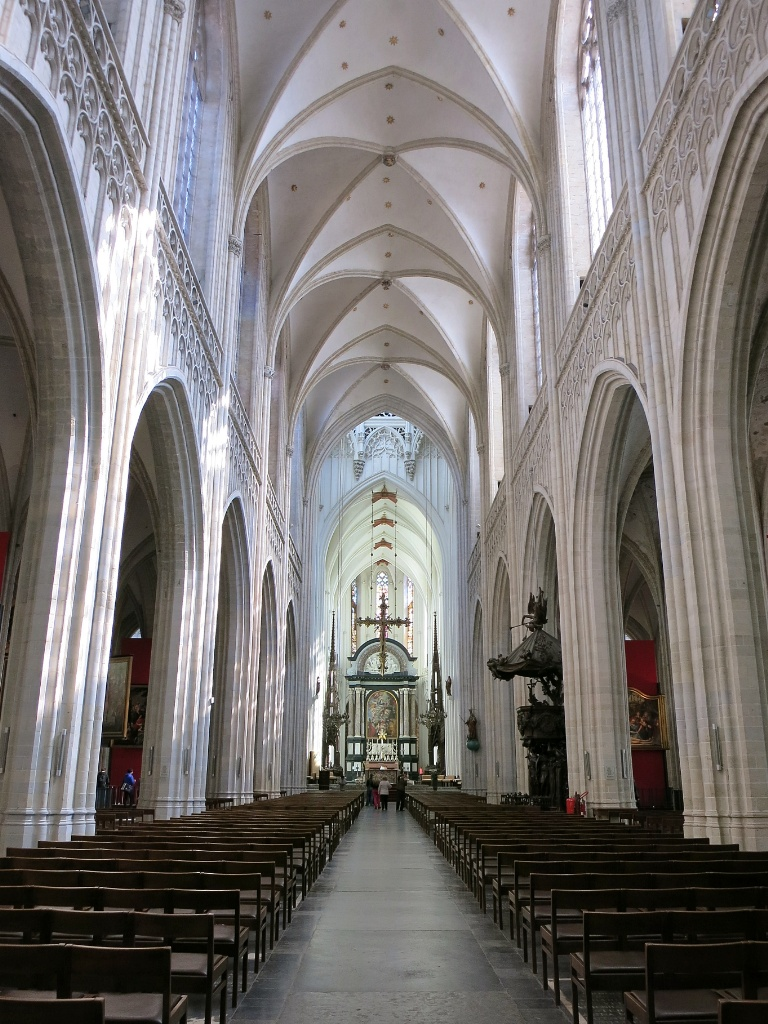 Things to do in antwerp visit the cathedral de kathedraal for Interieur antwerpen
