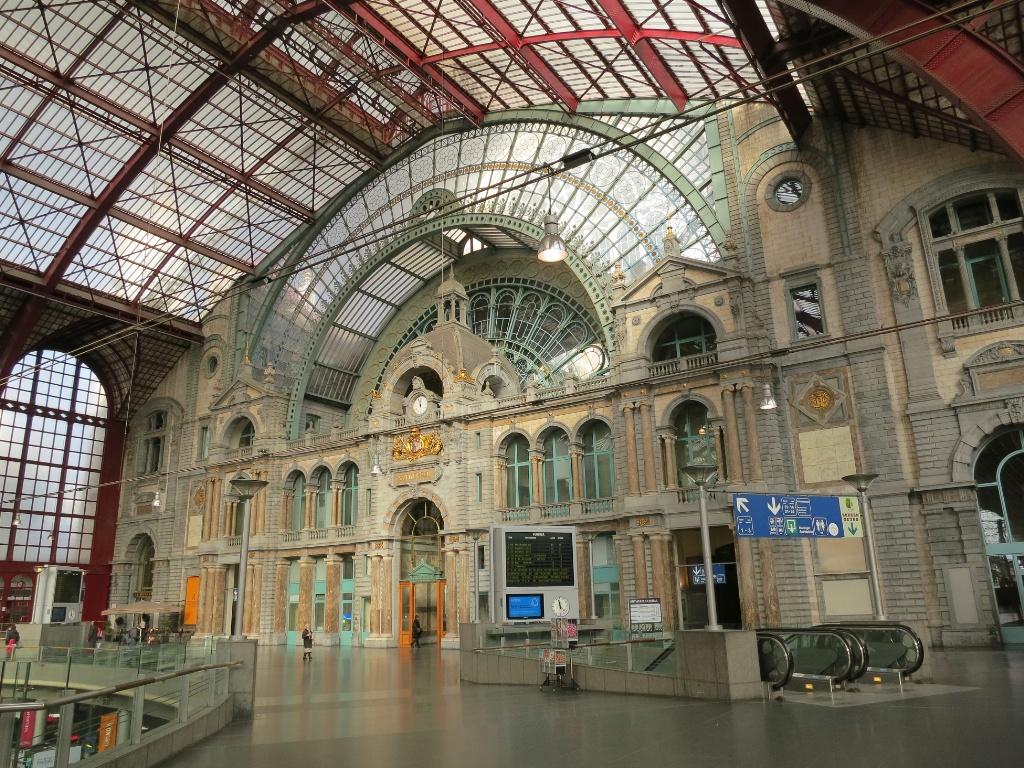 Antwerp central station interior belgium for Interieur antwerpen