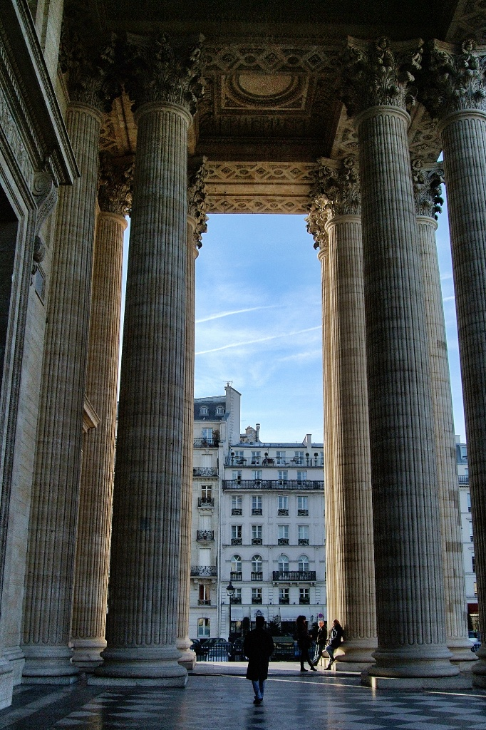 Columned portico the panth on paris france - Office tourisme italien a paris ...
