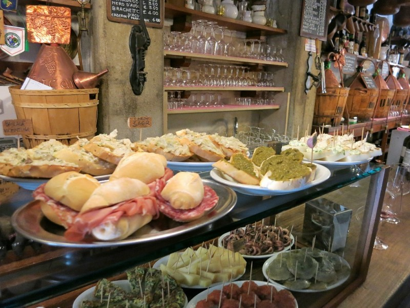 Cantine do mori cicchetti bar san polo venice italy for Food bar cantina zamet