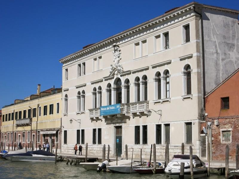 Museo Del Vetro.Museo Del Vetro Murano Italy Mikestravelguide Com
