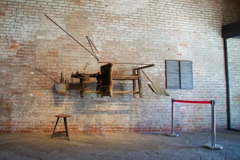 Museo Del Vetro Murano.Work Bench Museo Del Vetro Murano Italy Mikestravelguide Com