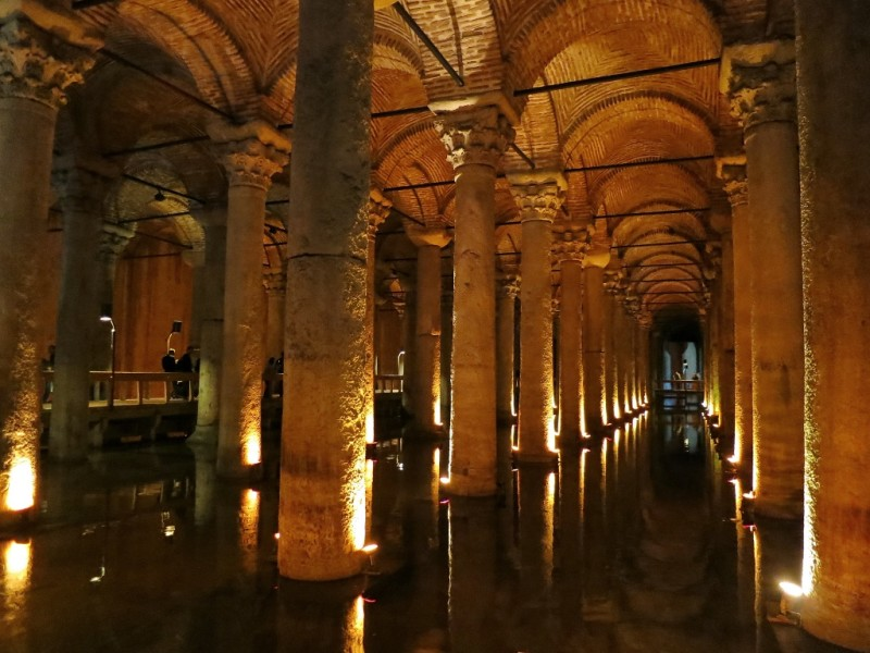 Things to do in istanbul visit the underground cistern for Istanbul venezia