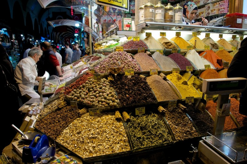 Heaps of Spices and Teas in the Spice Market Istanbul Turkey |  mikestravelguide.com