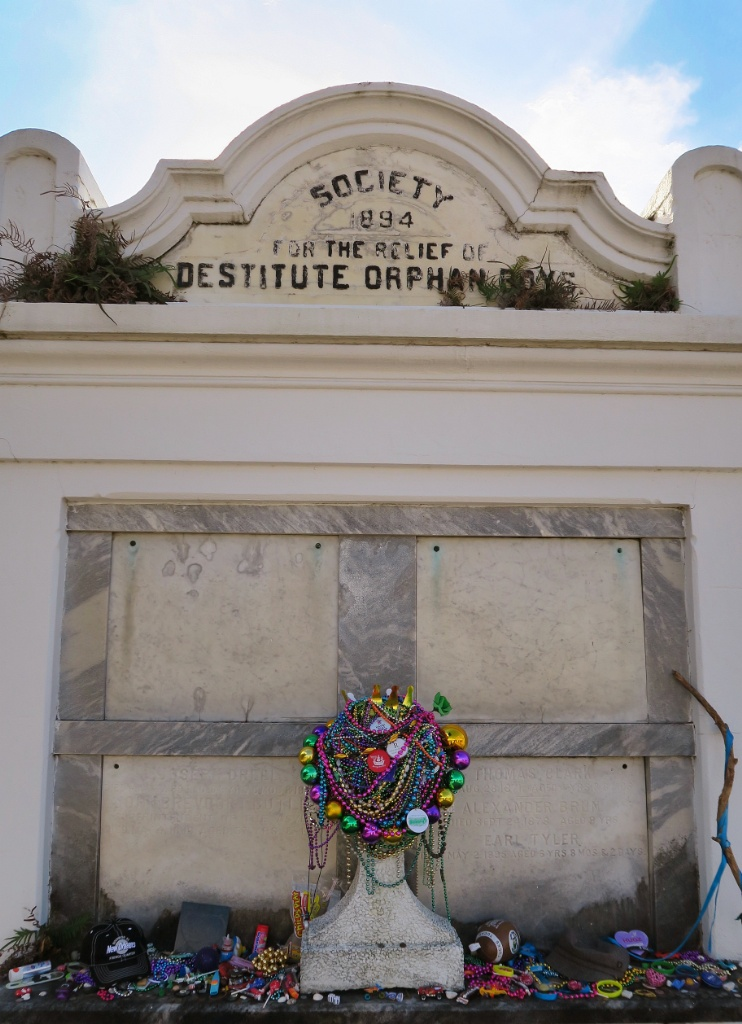 Free things to do in new orleans lafayette cemetery no 1 for Things to see new orleans