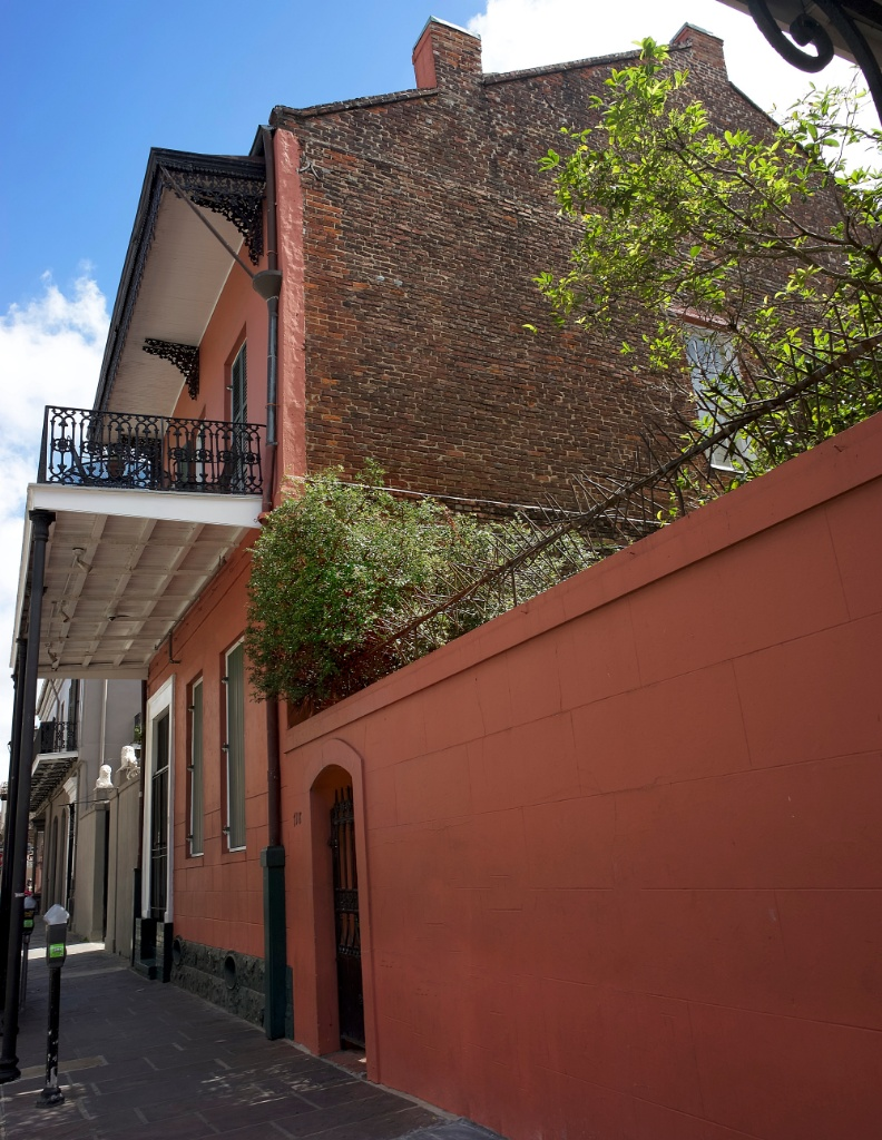 Things to do in new orleans visit the historic collection for Things to do in mew orleans