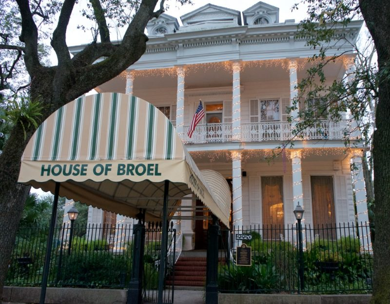 Things to do in new orleans visit the house of broel for Things to see new orleans