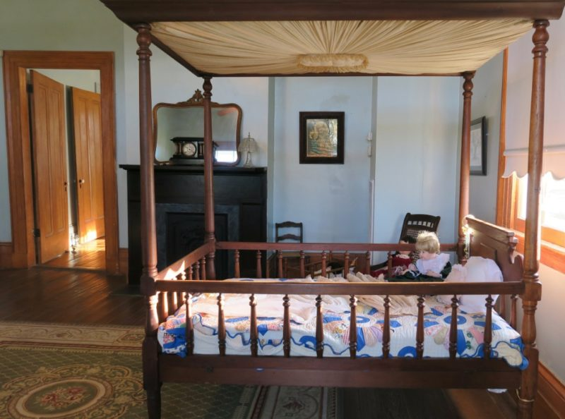 Childs Canopy Bed St Joseph-plantation
