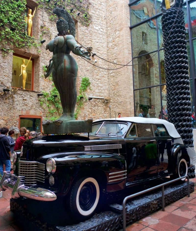 Car Naval Rainy Taxi Dali Theatre Museum Figueres Spain