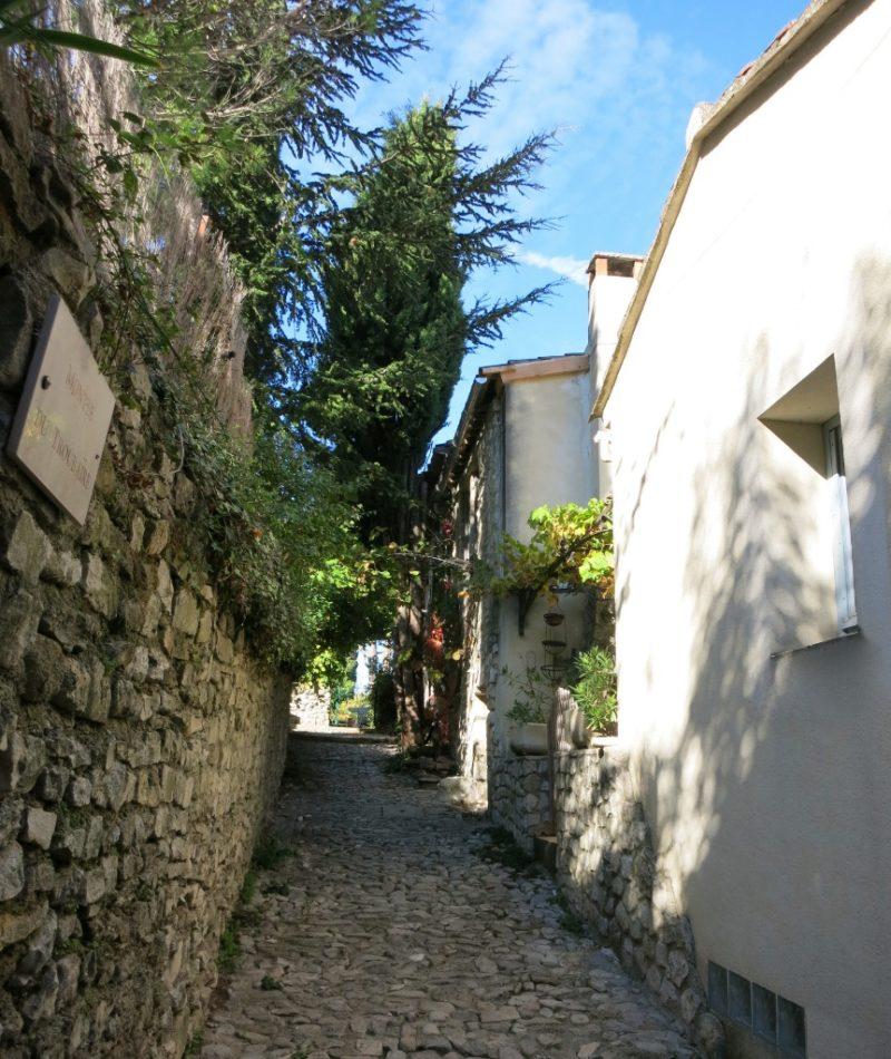 Narrow Stone Walkway Vaison la Romaine France