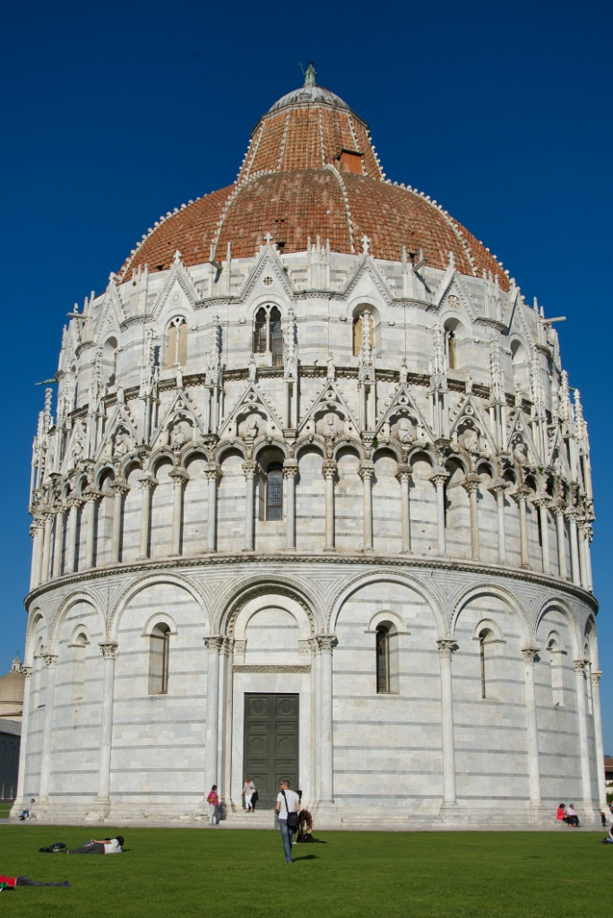 Things to do in Pisa – Visit the Piazza die Miracoli